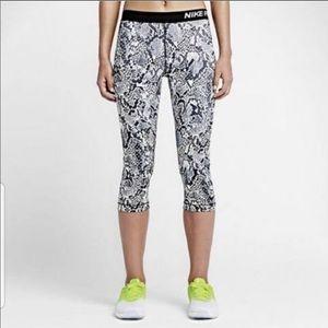 Nike Pro Snakeskin Cropped Athletic Leggings